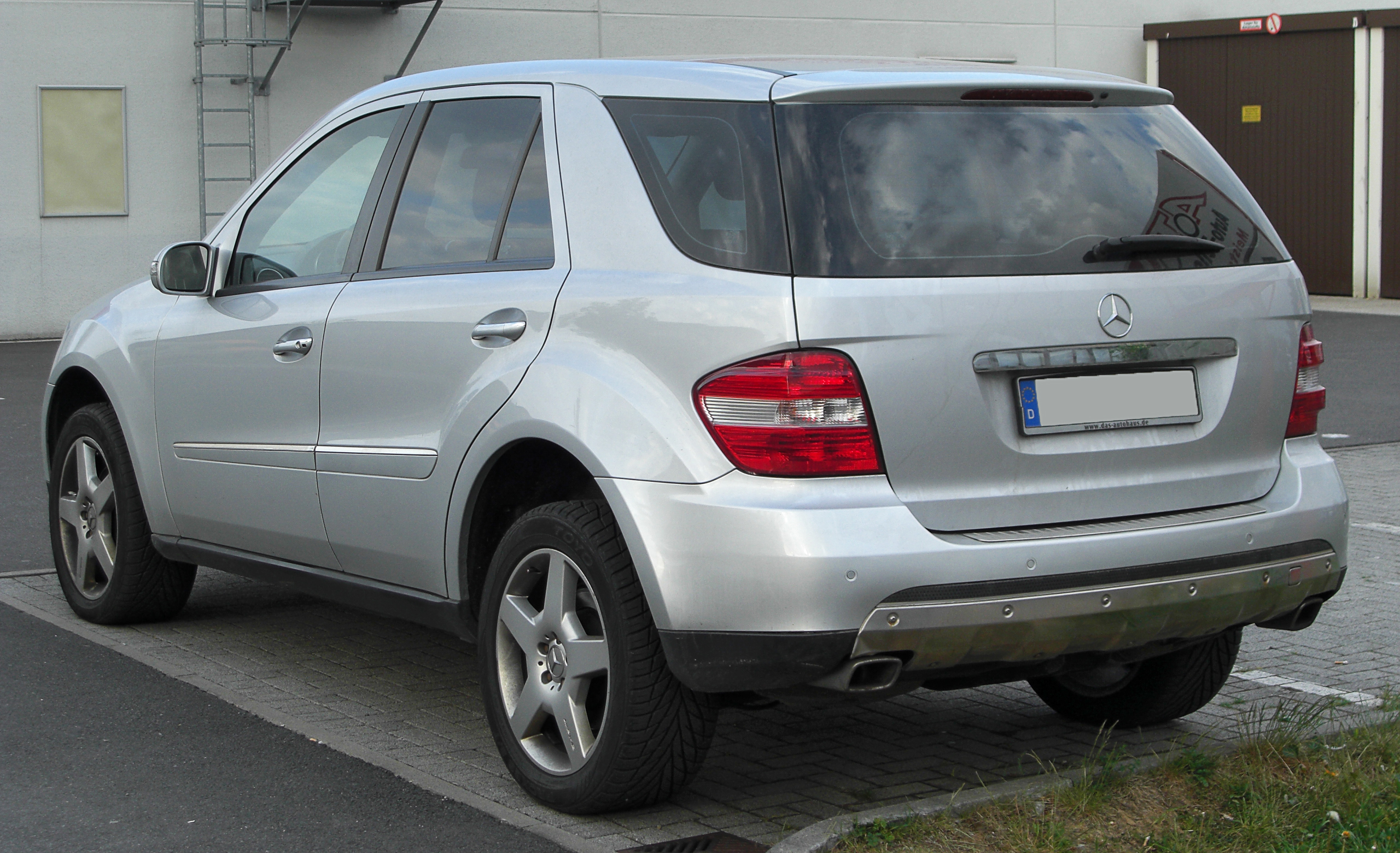 File Mercedes Ml W164 Rear 20100501 Jpg Wikimedia Commons