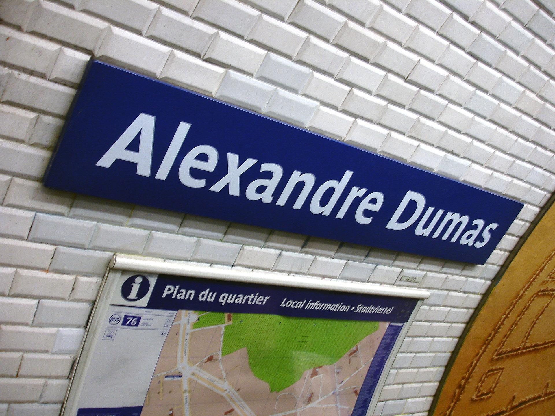 http://upload.wikimedia.org/wikipedia/commons/9/9c/Metro_de_Paris_-_Ligne_2_-_Alexandre_Dumas_05.jpg