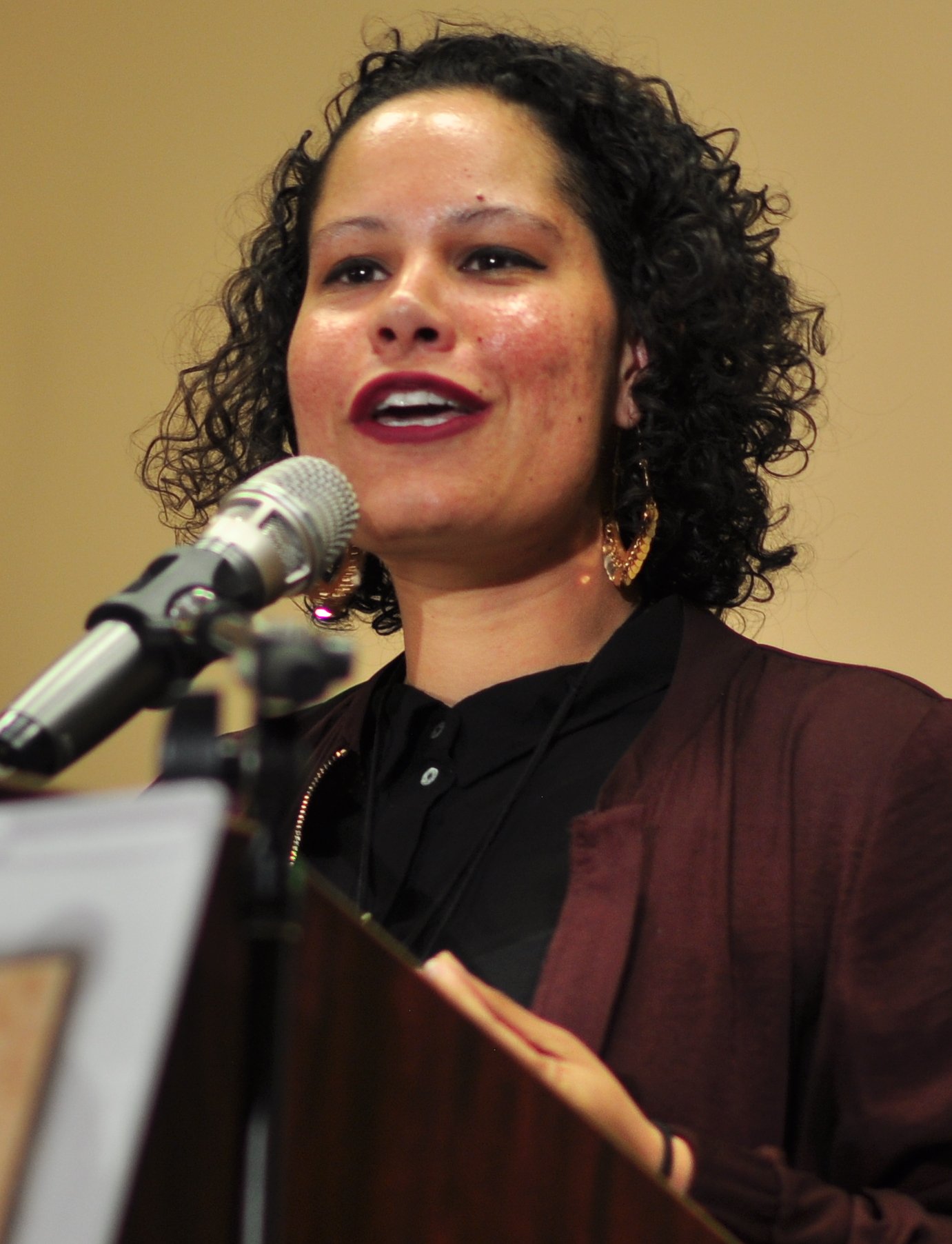 File:Nikkita Oliver 03 (cropped).jpg - Wikimedia Commons