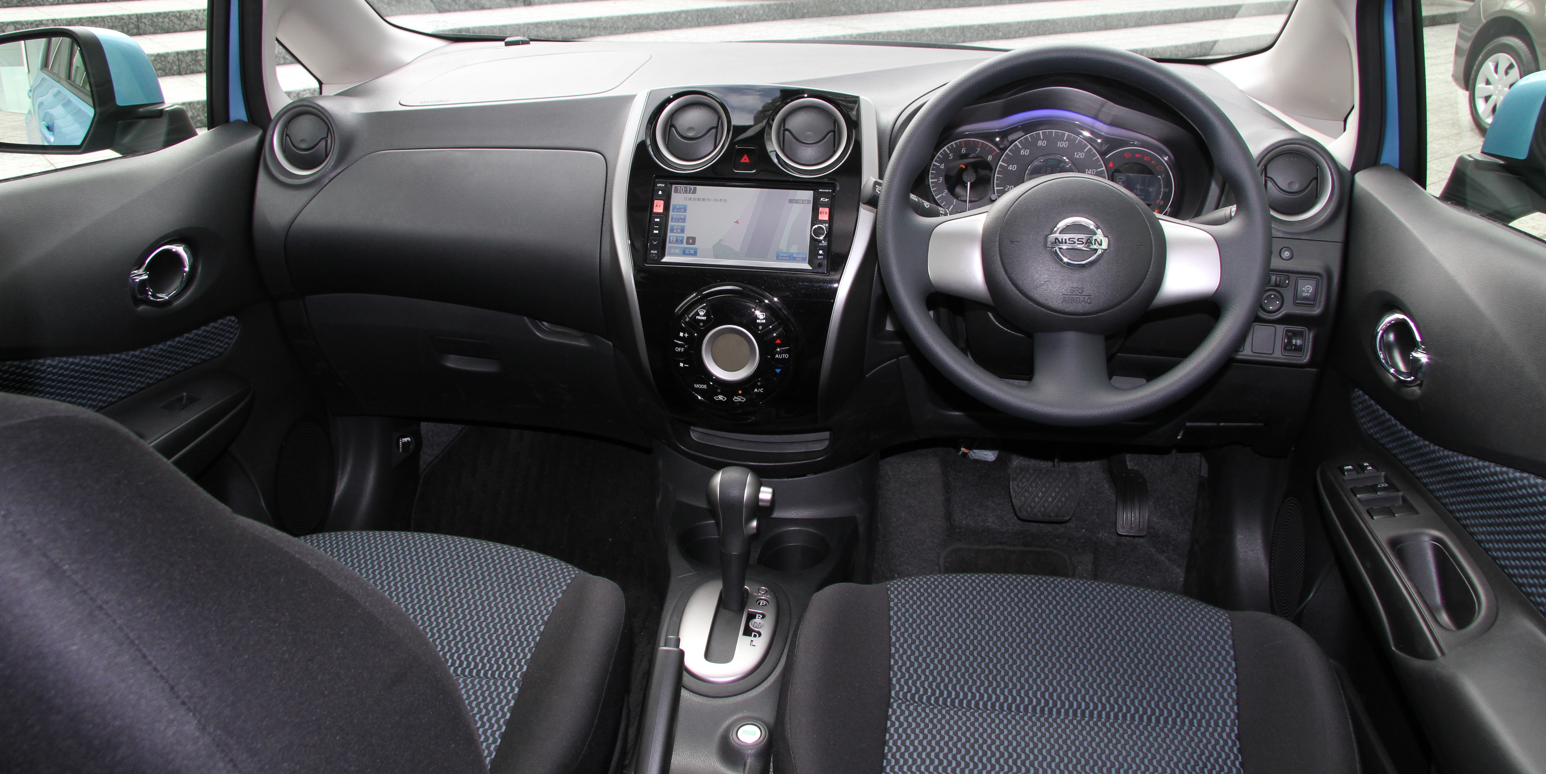 File nissan note x dig s wikimedia commons for Nissan versa note interior dimensions