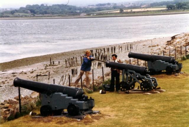 File:Old cannon at Fort Belan - geograph.org.uk - 861990.jpg