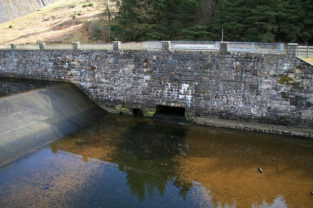 Outfall from Claerwen reservoir - geograph.org.uk - 1285750