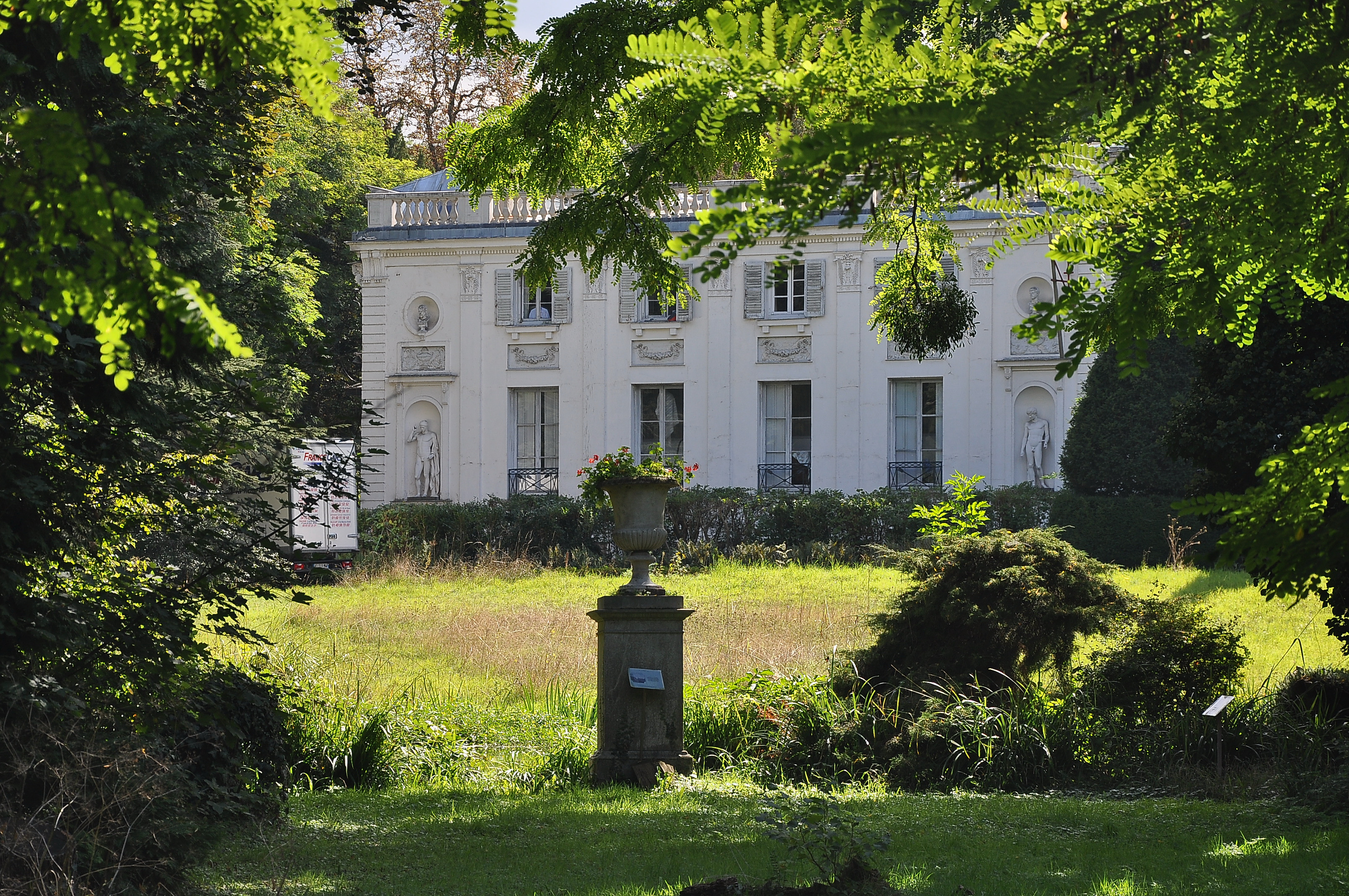 File parc du ch teau de la petite malmaison 008 jpg wikimedia commons - Parc de la malmaison ...