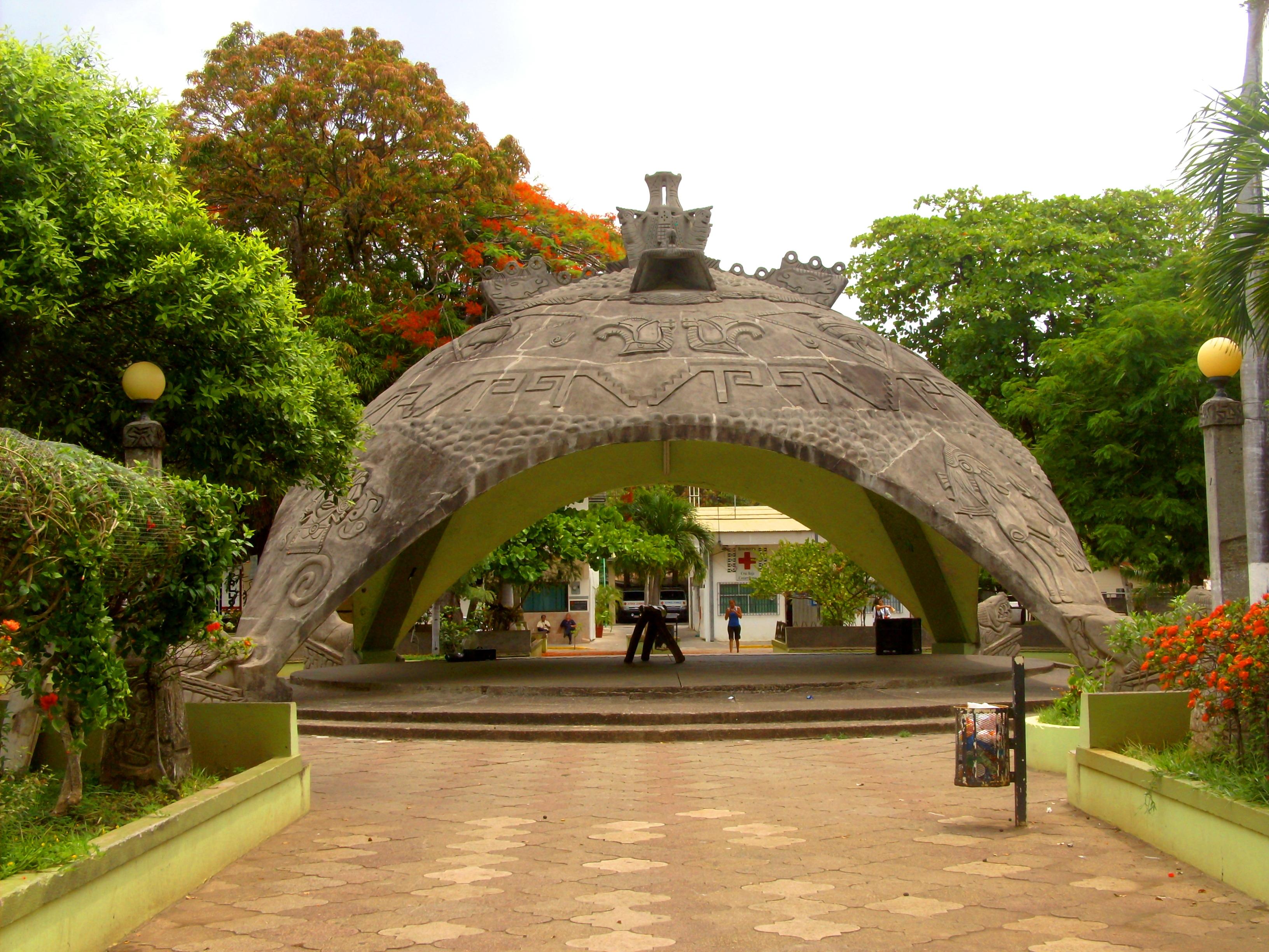Mercedes San Jose >> File:Parque de Santa Cruz, Guanacaste, Costa Rica ...