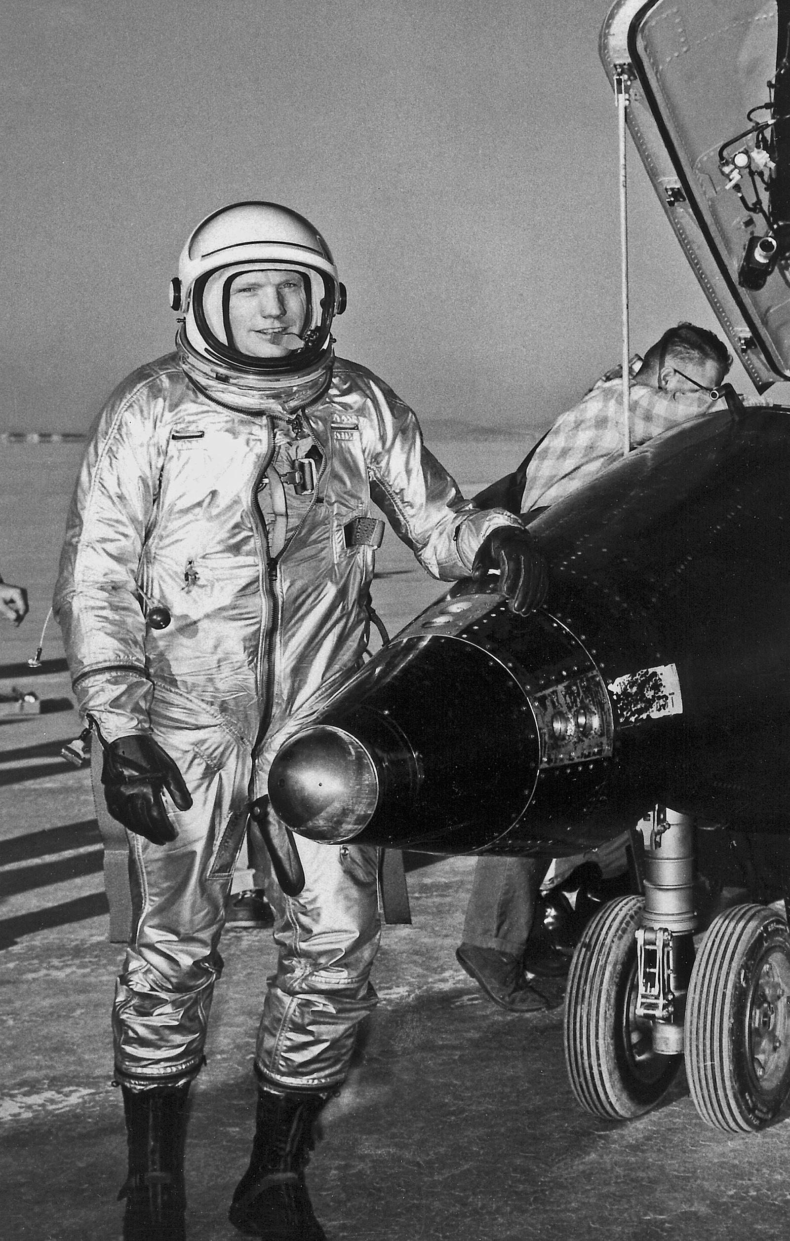 pilot of neil armstrong rocket - photo #1