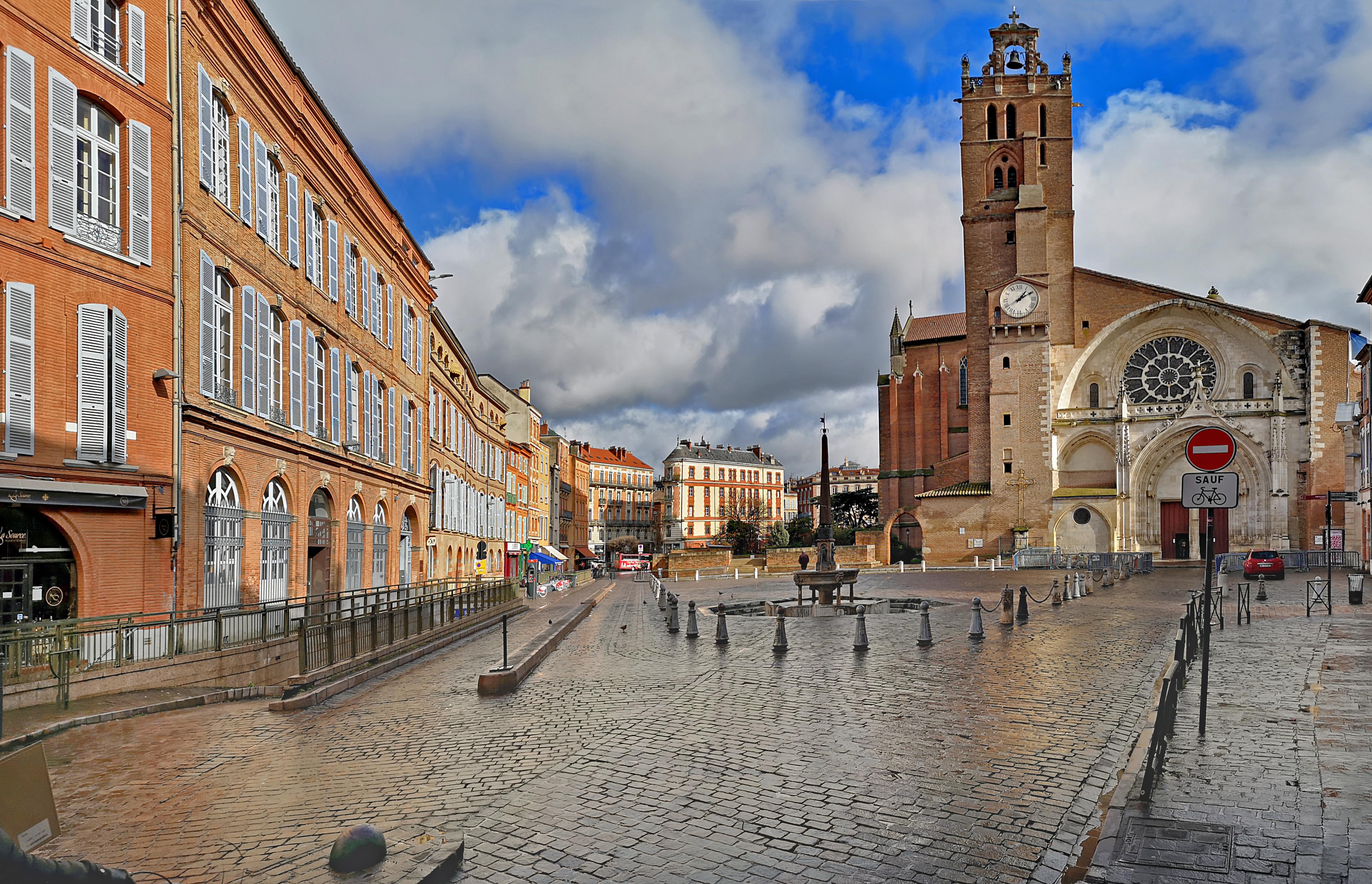 Place Saint-Étienne (Toulouse) — Wikipédia