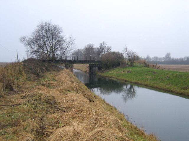 Railway bridge over the Counter Drain, Deeping St Nicholas, Lincs - geograph.org.uk - 105825