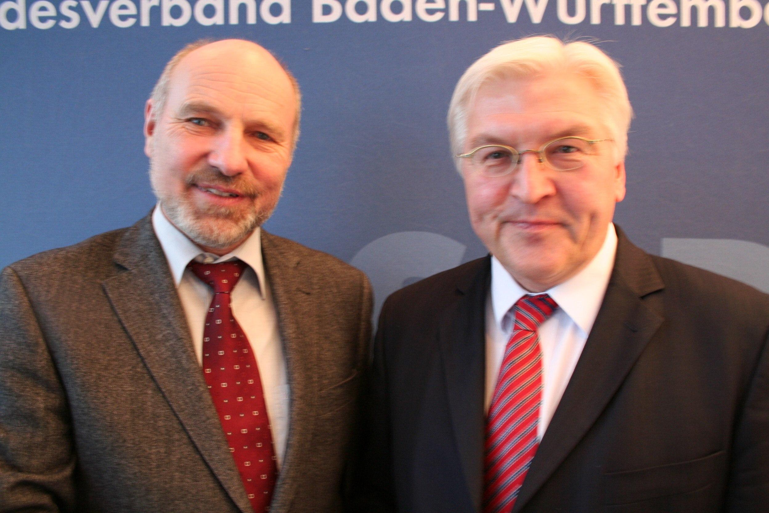 Rainer Arnold and [[Frank-Walter Steinmeier]]