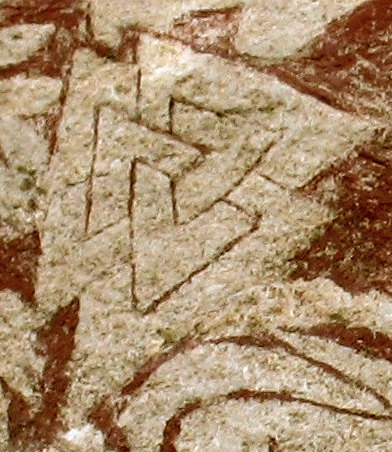 http://upload.wikimedia.org/wikipedia/commons/9/9c/Sacrificial_scene_on_Hammars_-_Valknut.png