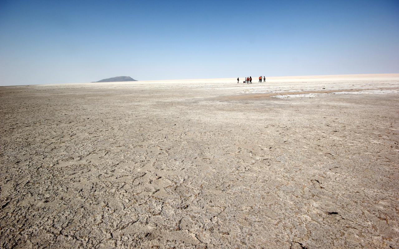 File:Salt desert, Great Rann of Kutch (16494913578).jpg ...