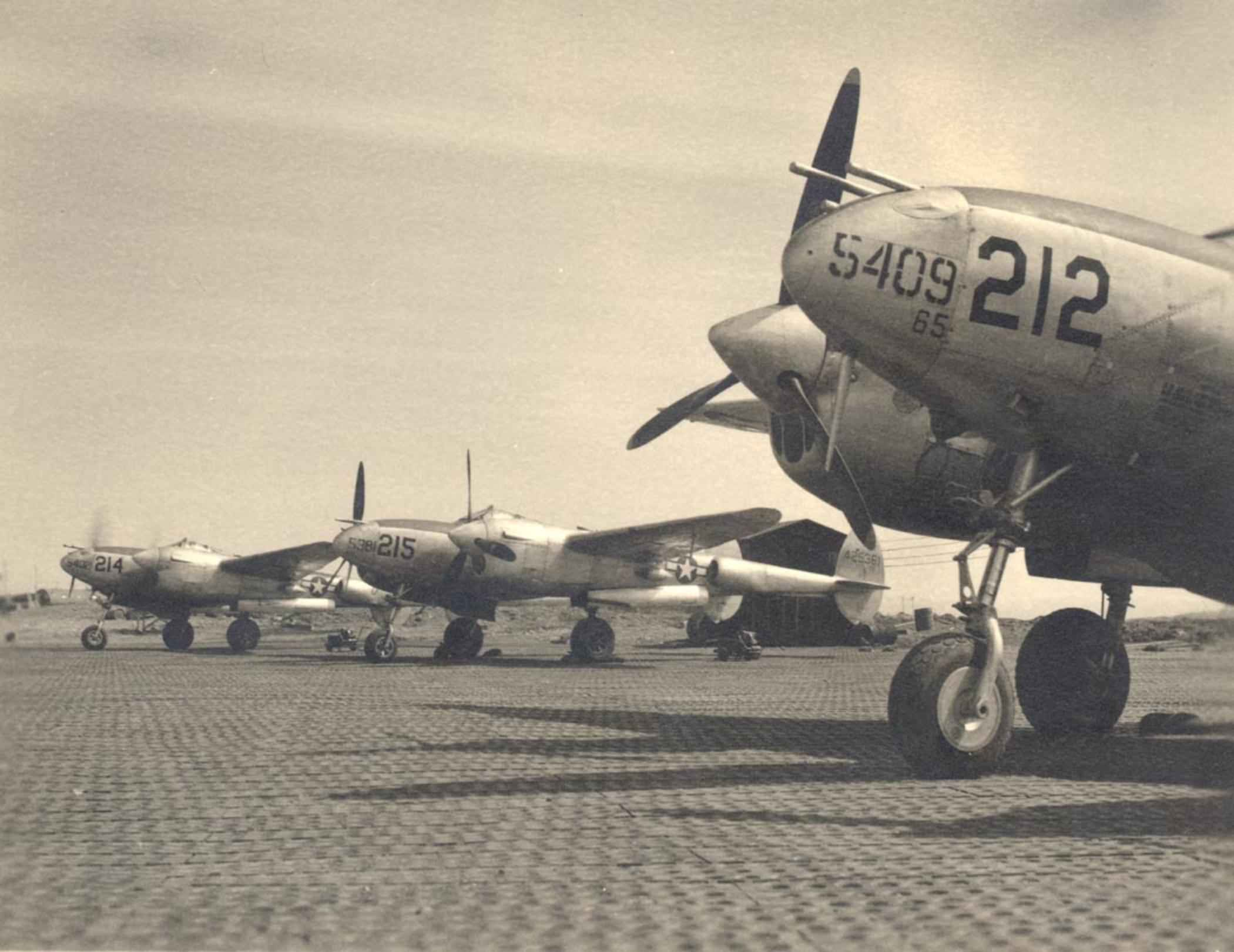 Fileseveral Lockheed P  Lightning Aircraft From World War  On Runway