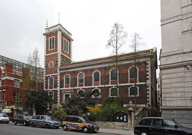 כנסיית סנט אנדרו שליד ארון הבגדים