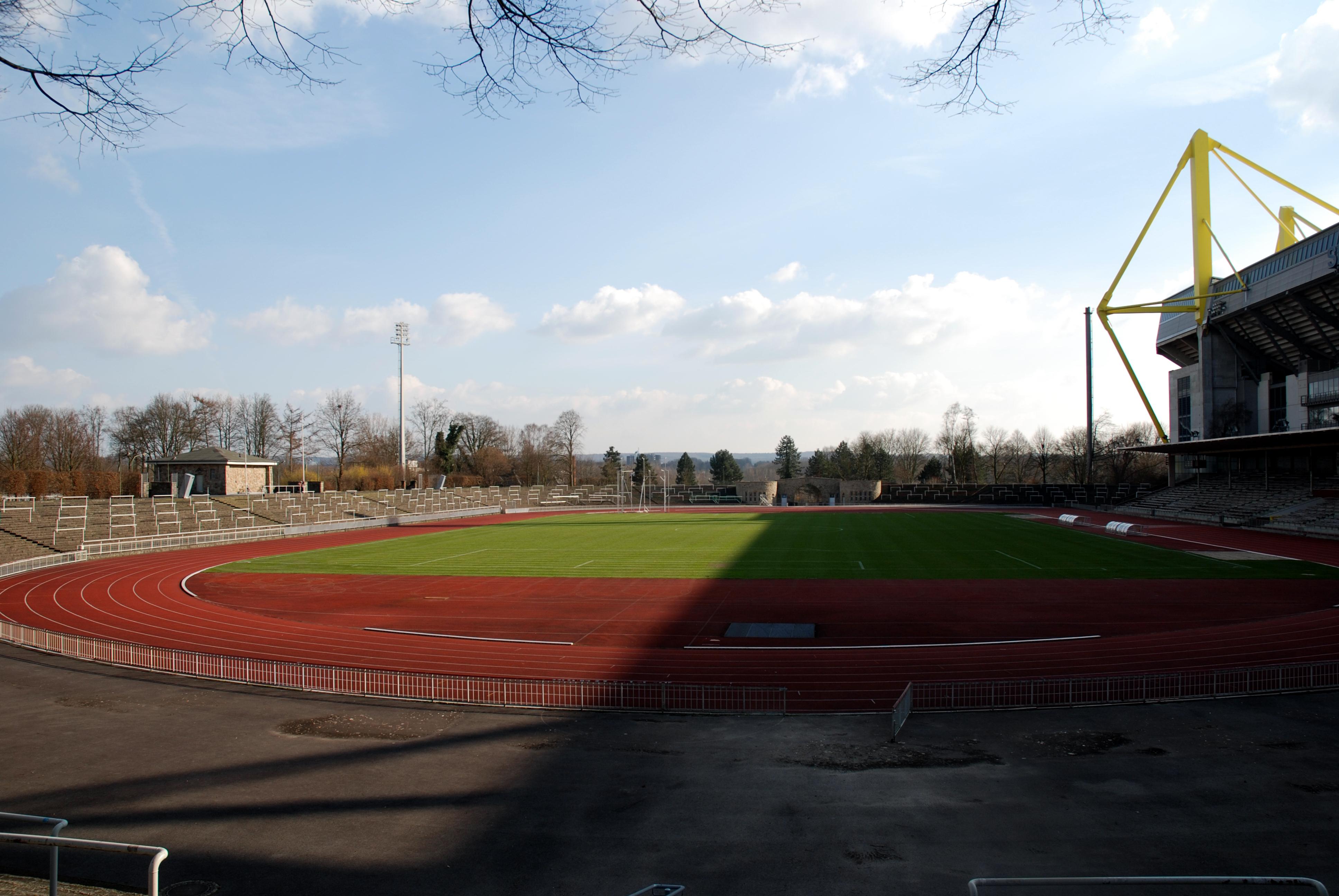 file stadion rote erde dortmund0001 jpg wikimedia commons. Black Bedroom Furniture Sets. Home Design Ideas