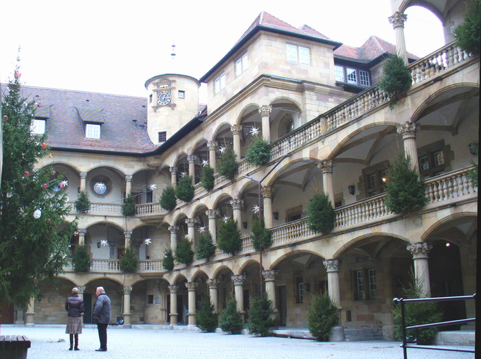 http://upload.wikimedia.org/wikipedia/commons/9/9c/Stuttgart-altes-schloss-innenhof.jpg