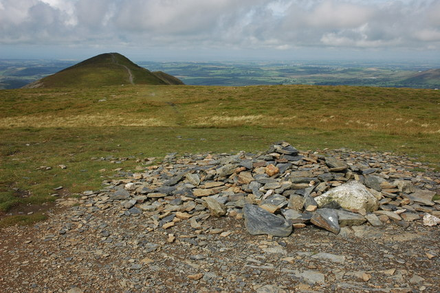 Summit cairn, Carl Side - geograph.org.uk - 943213
