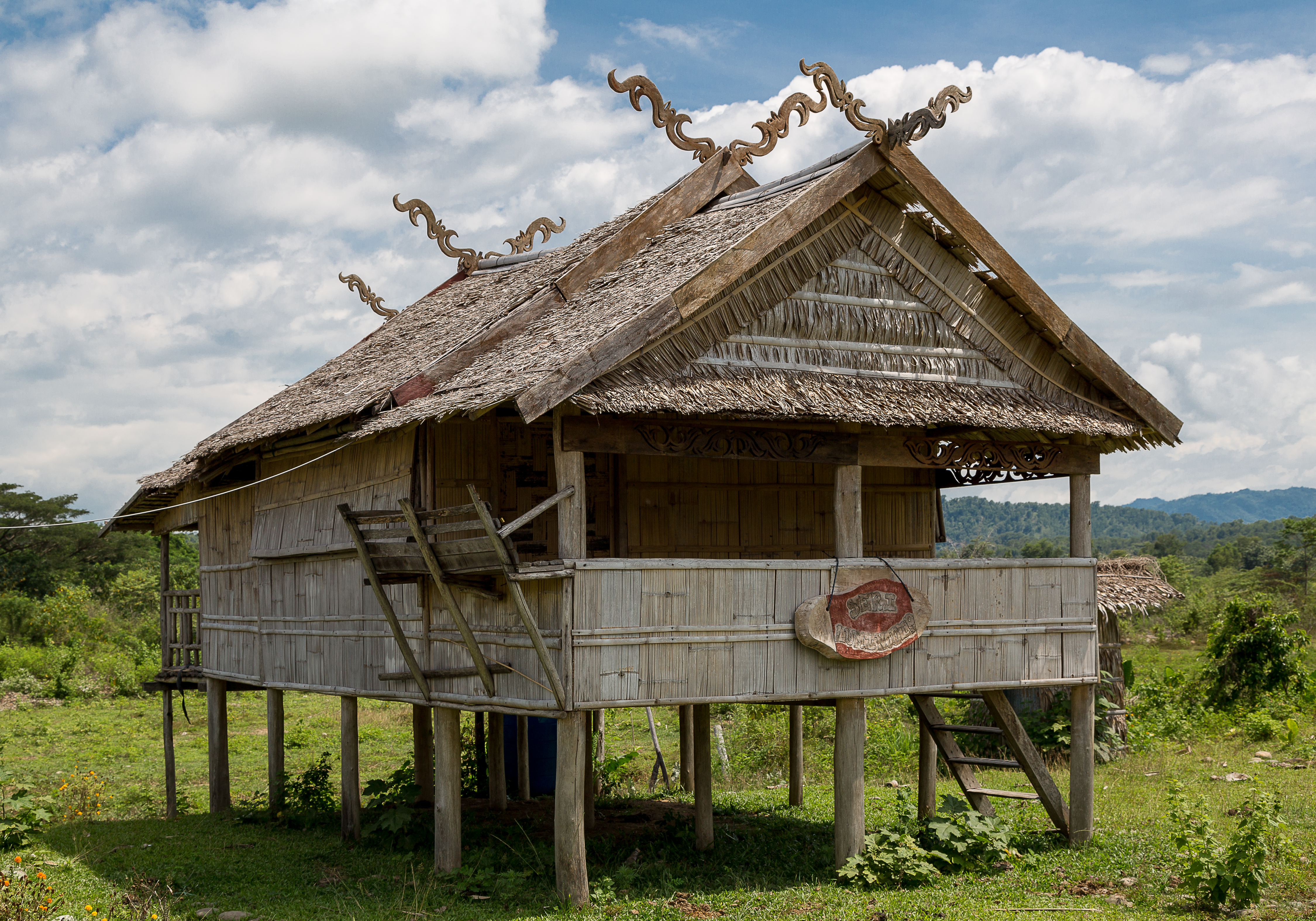 File tambulian kotabelud sabah traditional houses for Photos of traditional houses