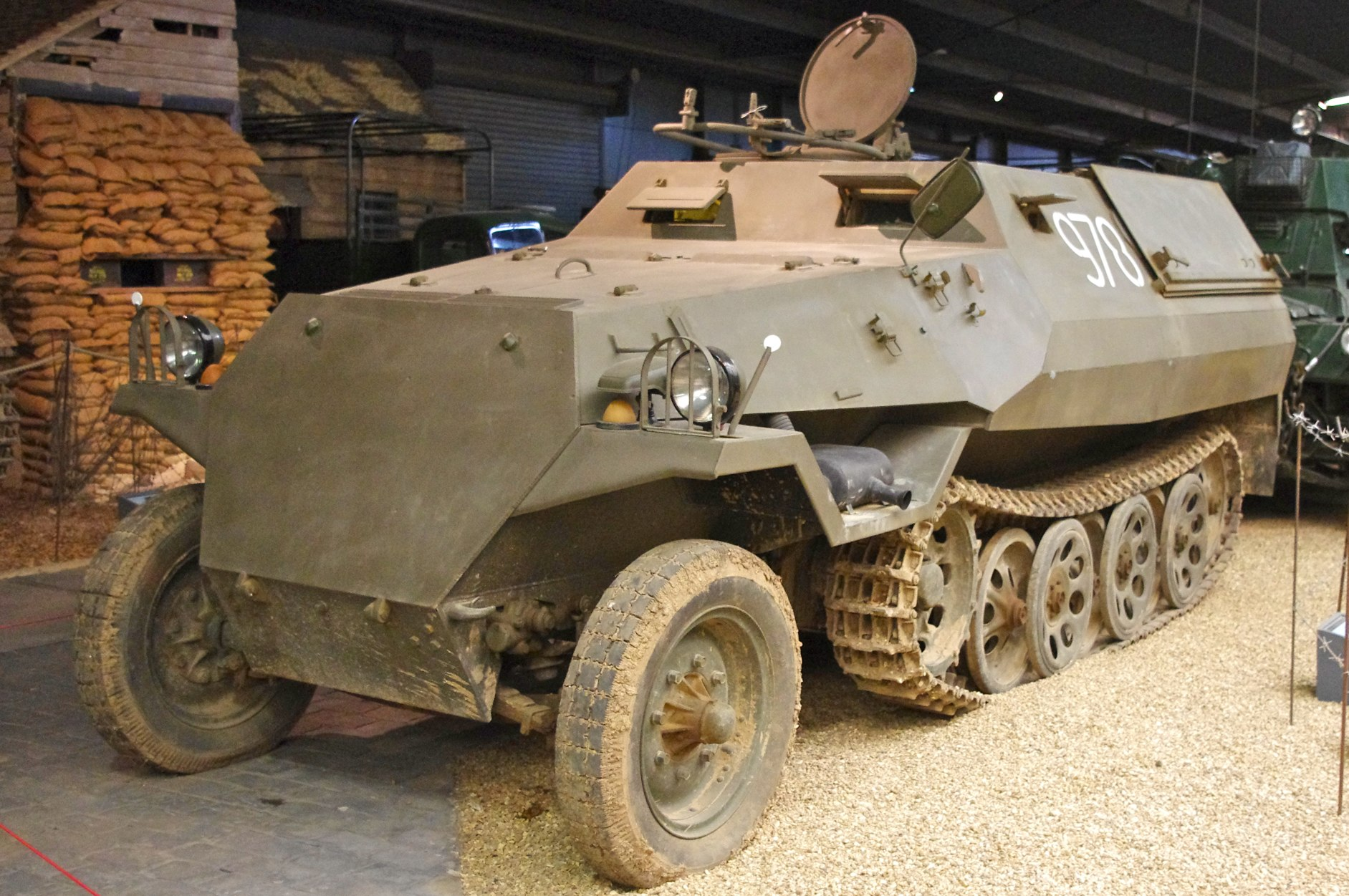 Dossier de l'Agent Lafayette Tatra_OT_810_Half_Track_-_Czech_Post_War_version_of_the_German_SdKfz_251_%285781699500%29