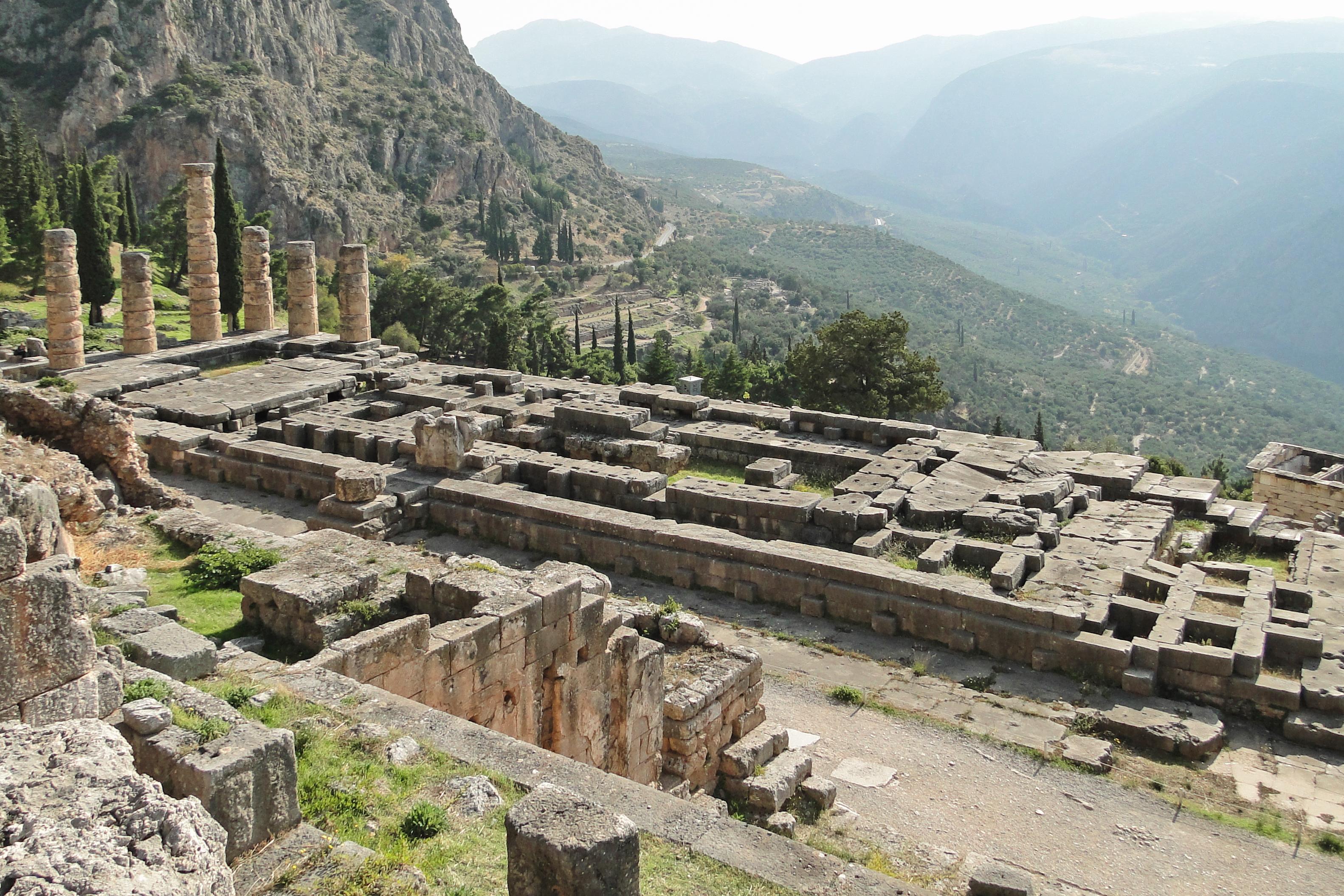 Temple of Apollo (Delphi) - Wikipedia