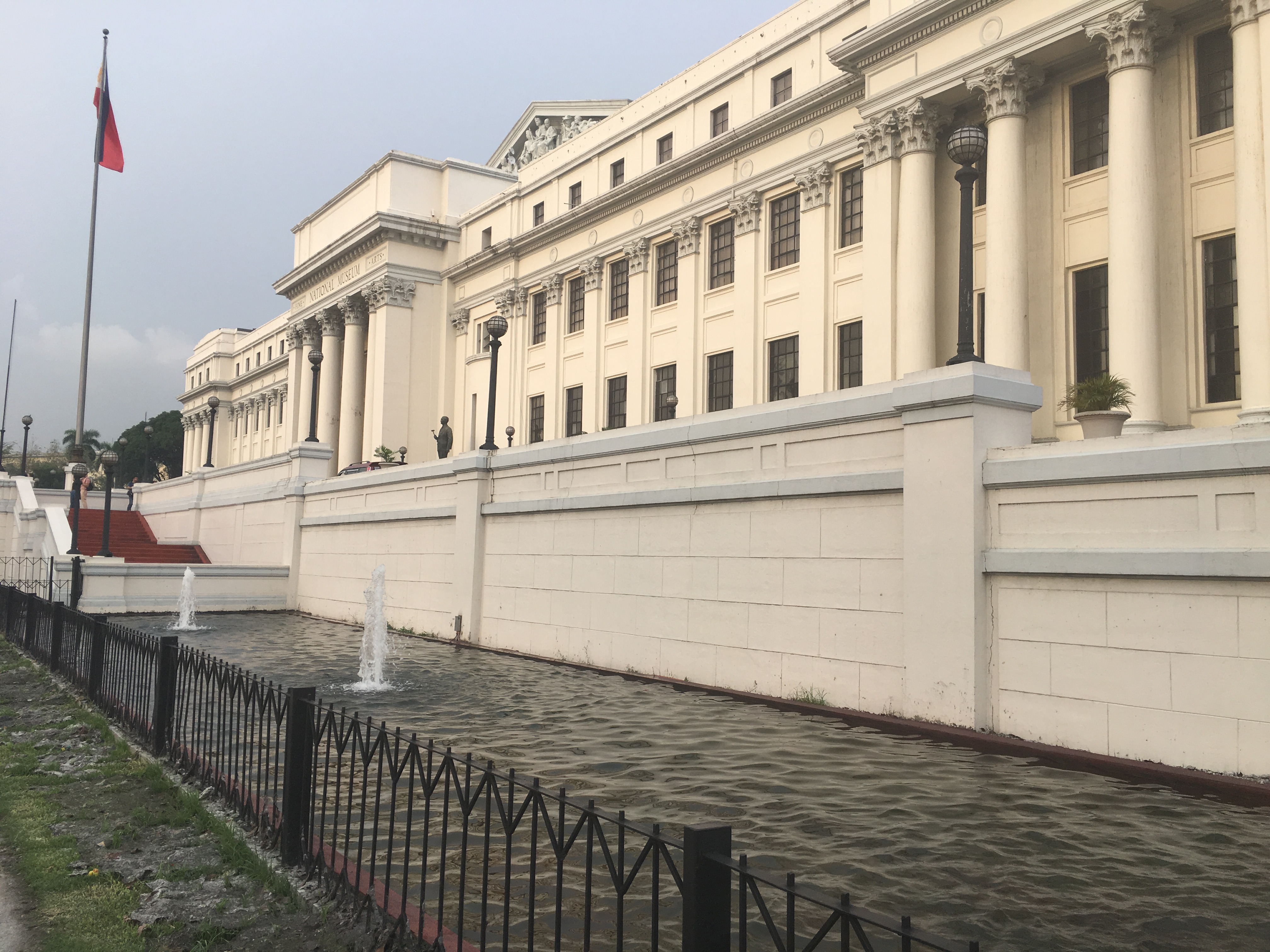 File:The Philippine National Museum (of Fine Arts).jpg - Wikimedia ...