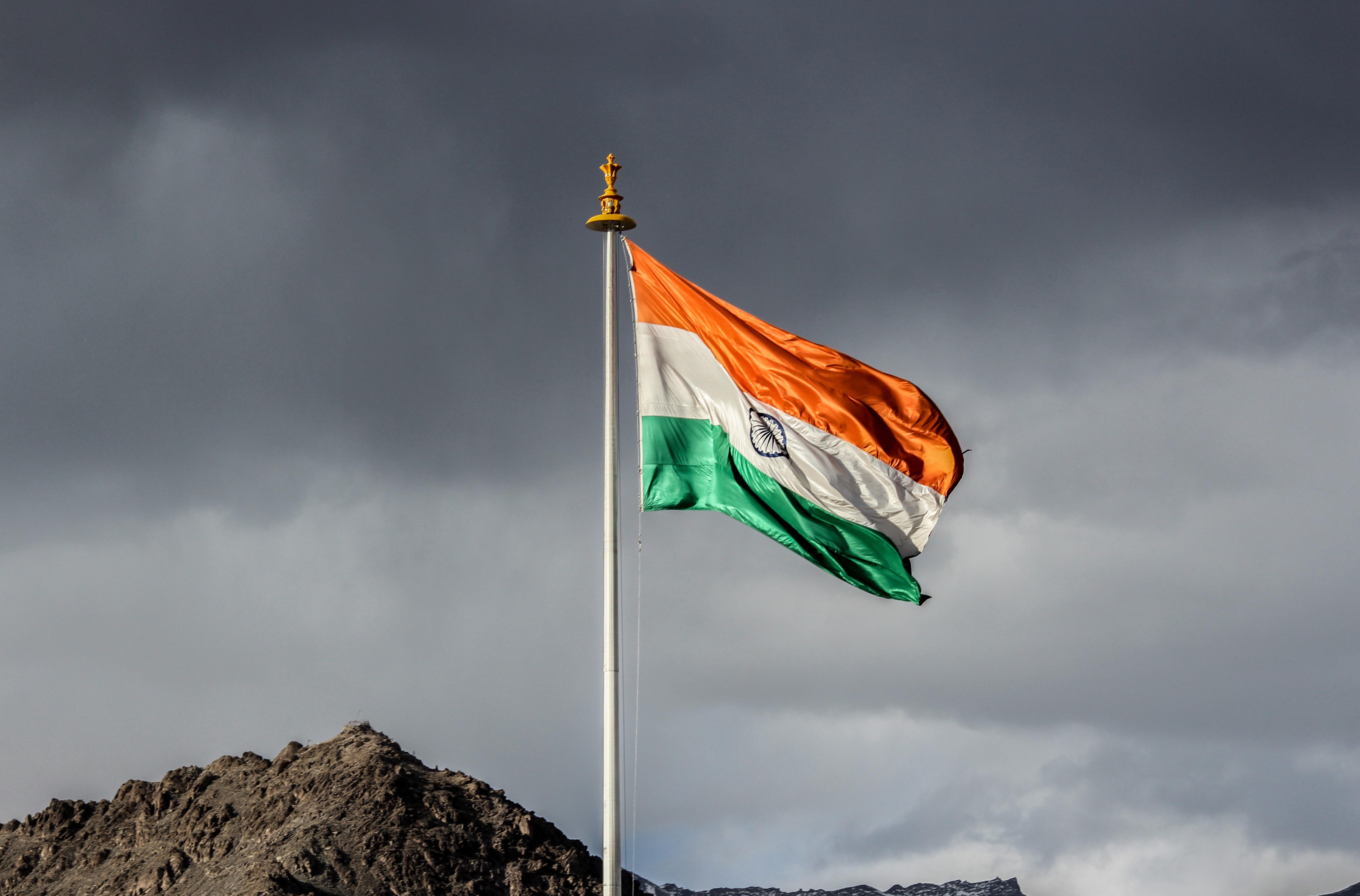 file the waving indian flag jpg wikimedia commons