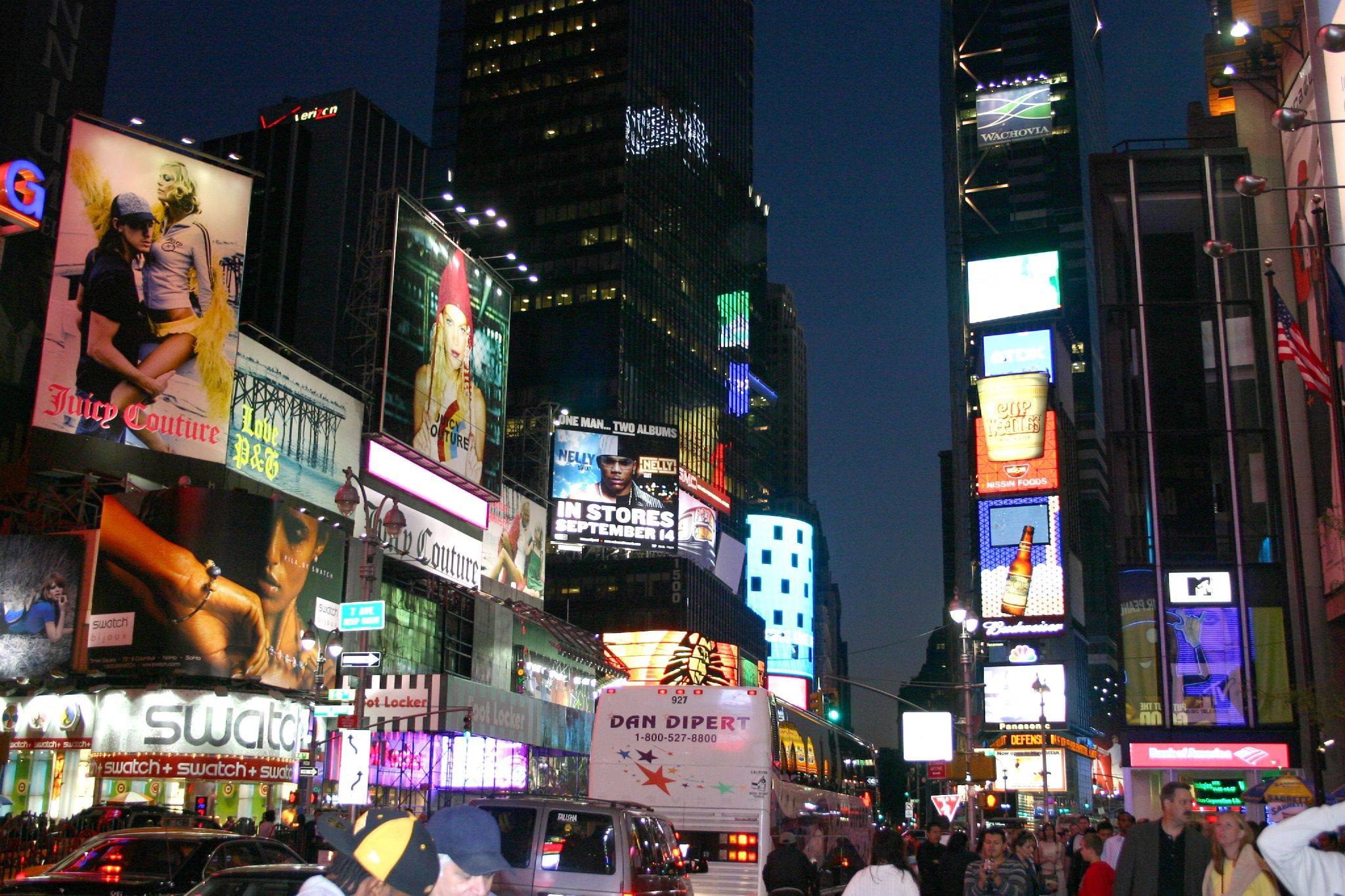 Description times square at night