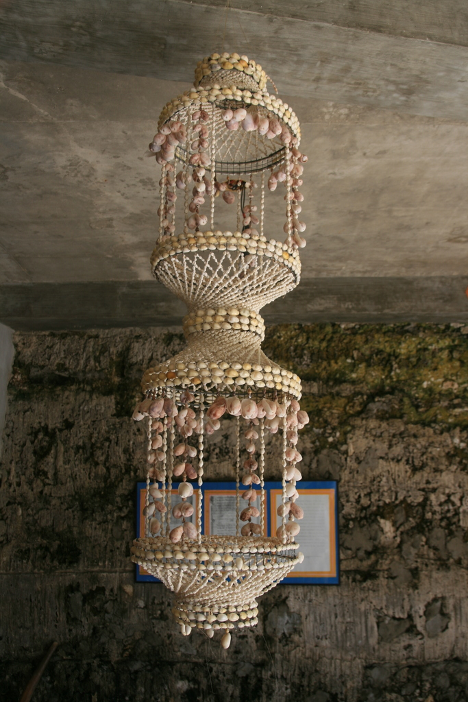 File:Typical Philippine shell hanging lamp..JPG - Wikimedia Commons