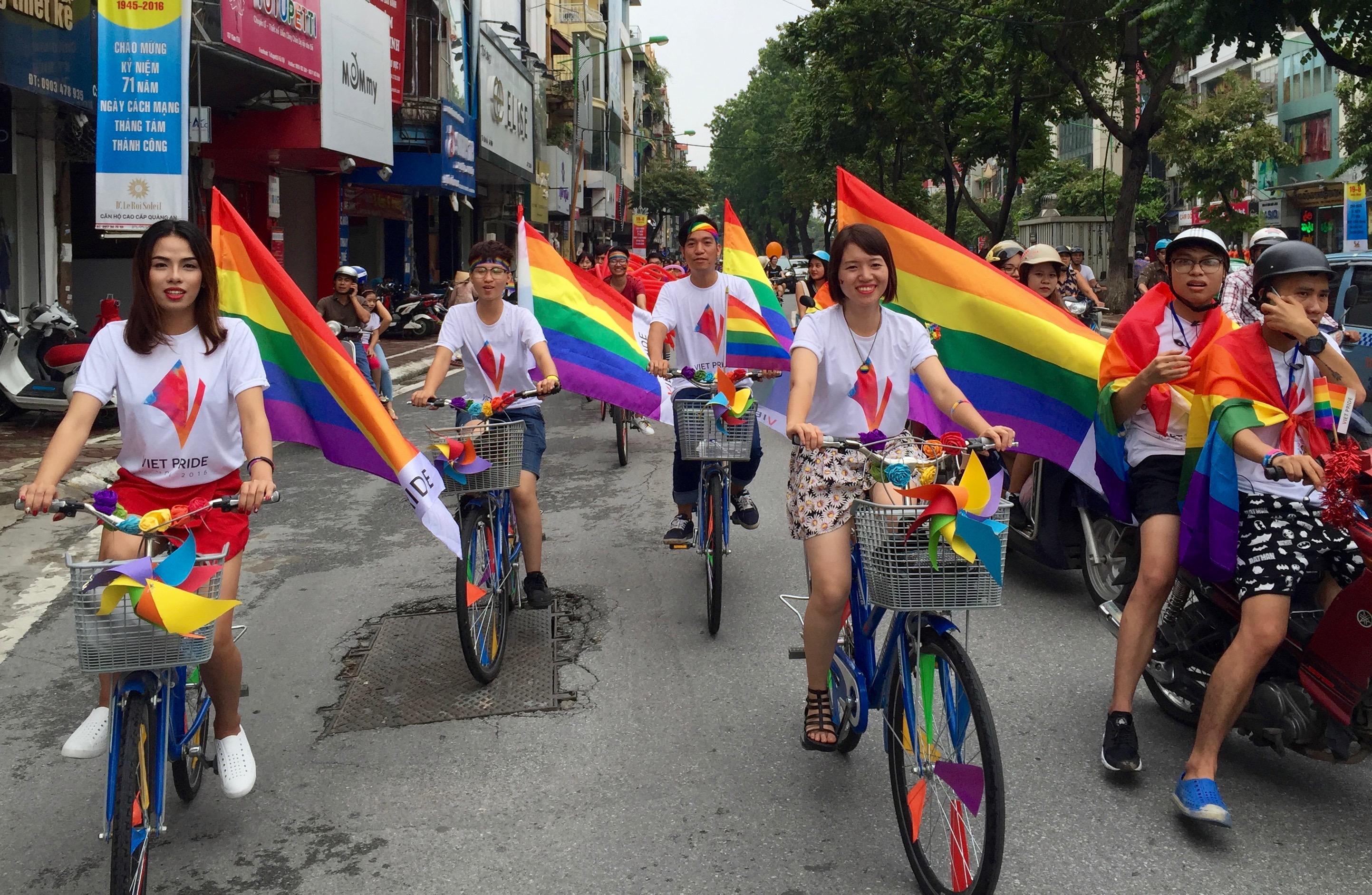File:Viet Pride 2016 in Hanoi (29027661142).jpg - Wikimedia Commons