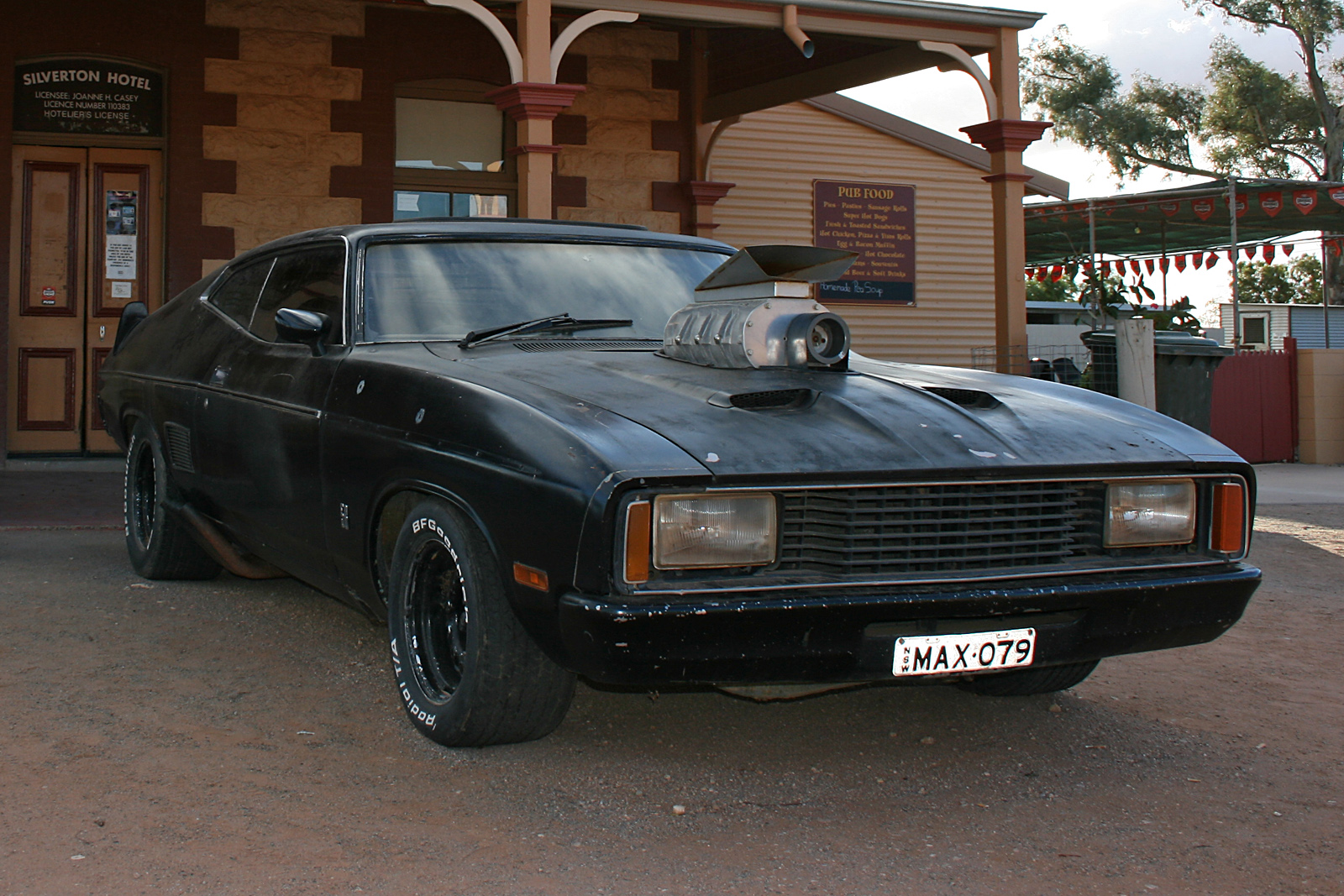 file 07 mad max car at silverton hotel silverton nsw wikipedia. Black Bedroom Furniture Sets. Home Design Ideas