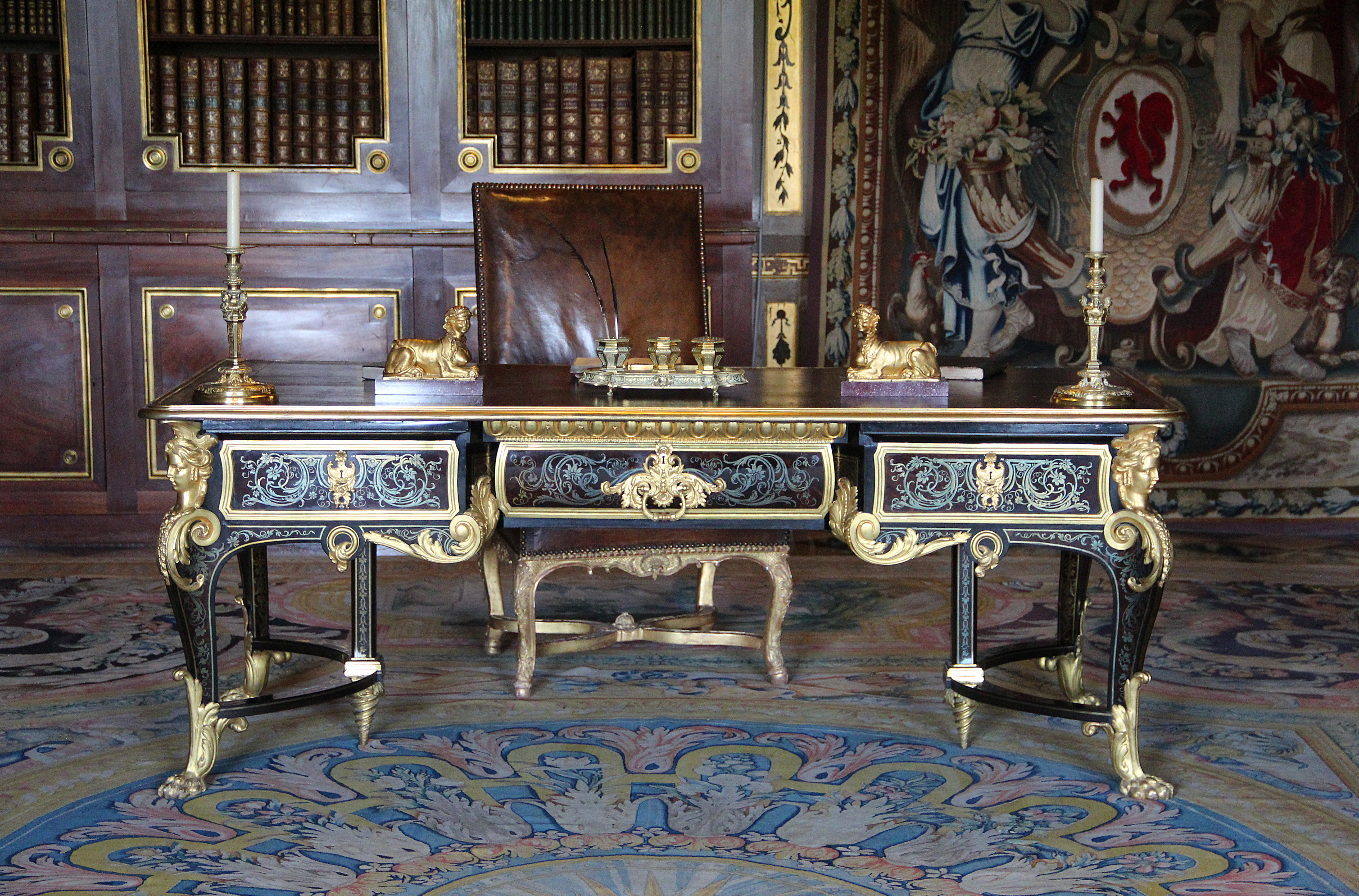 file 0 grand bureau de nicolas fouquet ch teau de vaux le vicomte jpg wikimedia commons. Black Bedroom Furniture Sets. Home Design Ideas