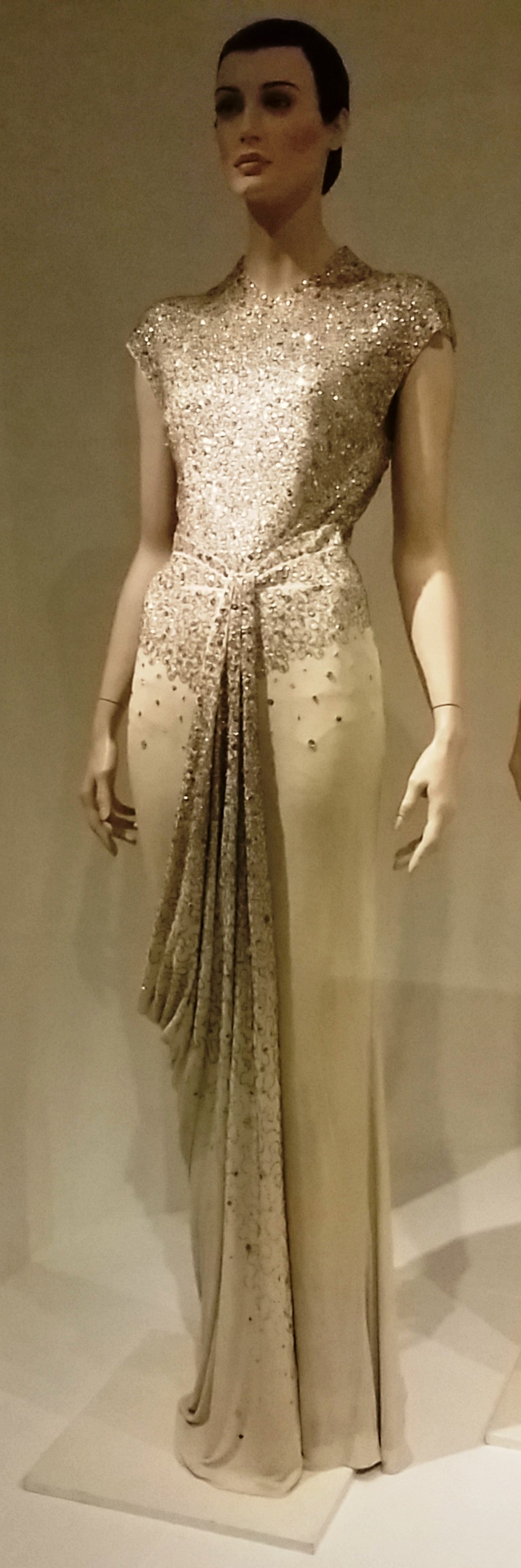 File:1960 evening gown by Norman Hartnell. Cream silk jersey with ...