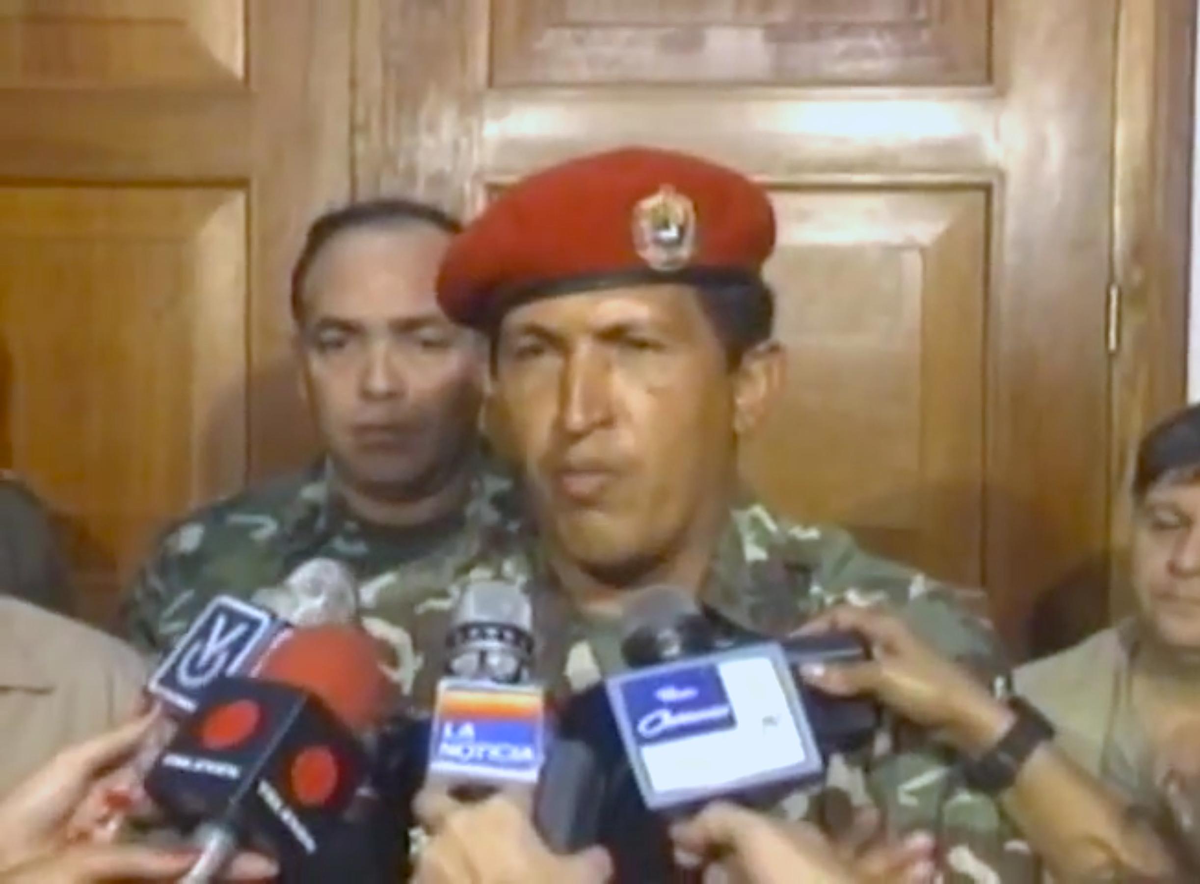 Hugo Chávez, anunciando su arresto y llamando a las tropas insurgentes a rendirse.