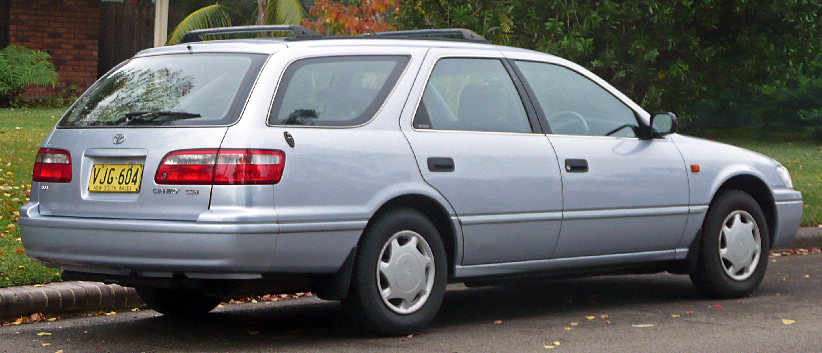 File:1998-2000 Toyota Camry (SXV20R) CSi station wagon 04.jpg - Wikimedia Commons