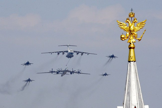http://upload.wikimedia.org/wikipedia/commons/9/9d/2010_Moscow_Victory_Day_Parade-35.jpeg
