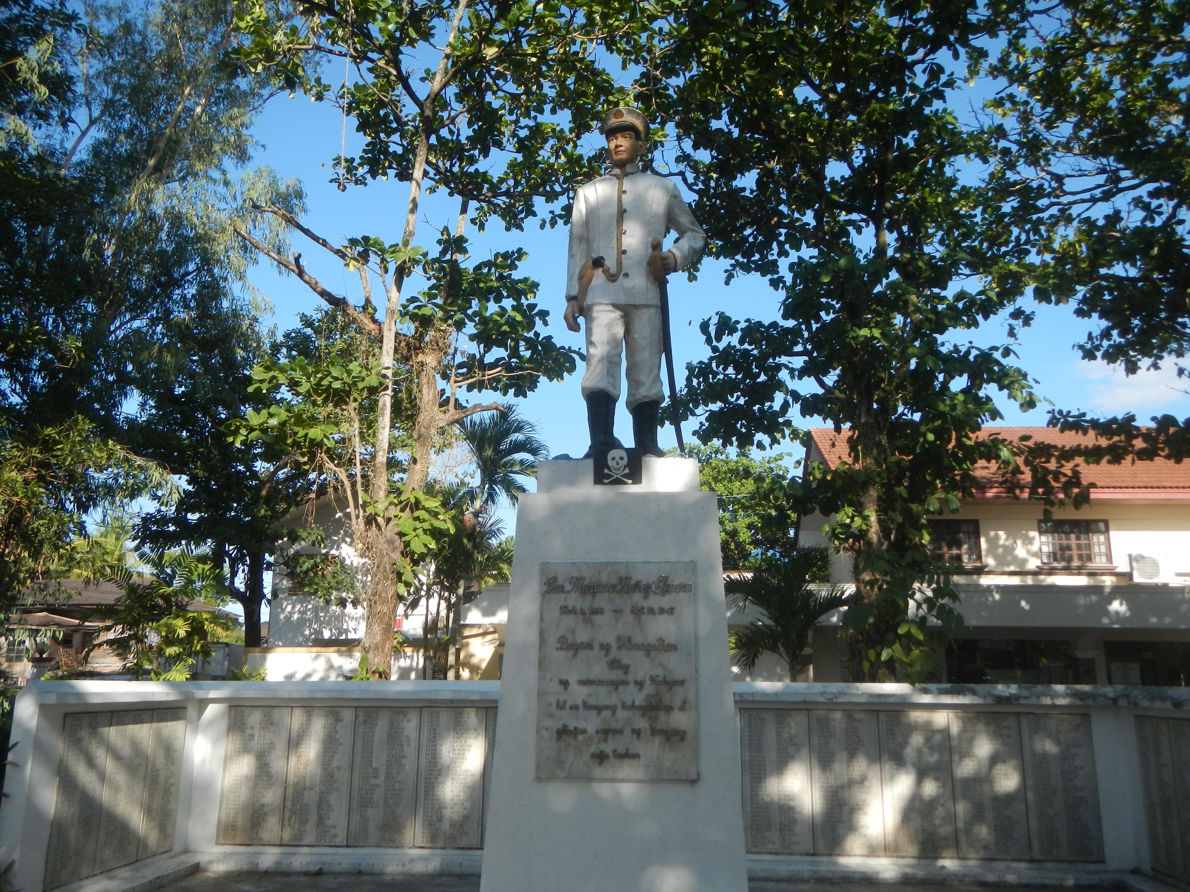 8776Town center Poblacion Cabiao, Nueva Ecija Landmarks 41.jpg English: Renovation of Cabiao Municipal Hall (Cry of Nueva Ecija - Mamerto Natividad, Mariano