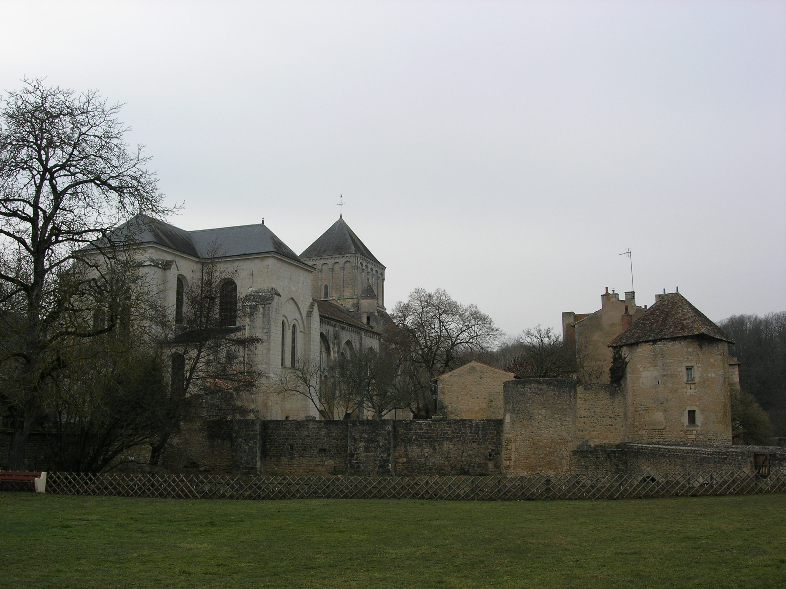 Fichier abbaye nouaill maupertuis jpg wikip dia for Nouaille maupertuis