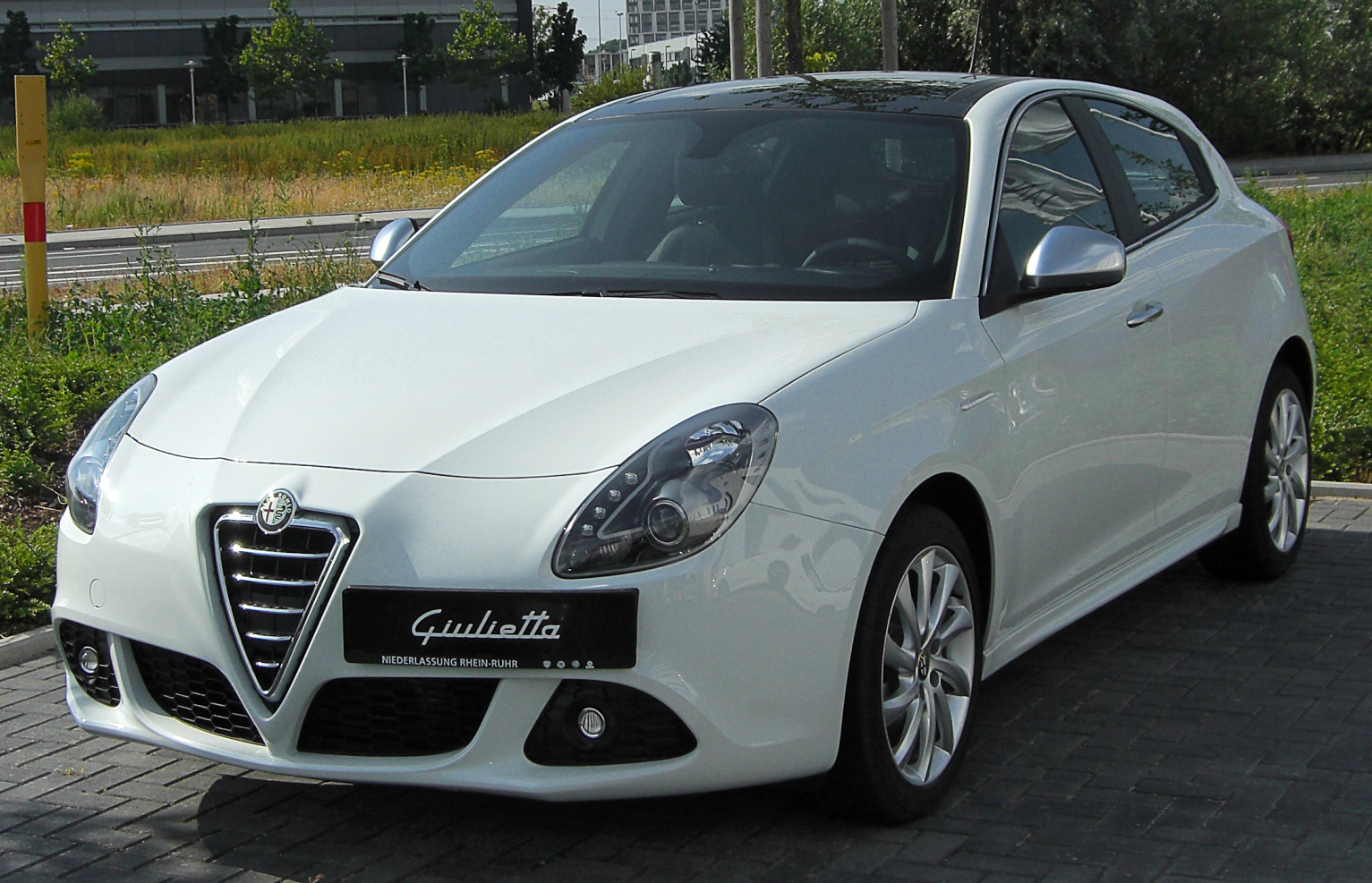 file alfa romeo giulietta front wikimedia. Black Bedroom Furniture Sets. Home Design Ideas
