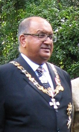 The former Governor General of New Zealand, Anand Satyanand, is of Indian descent. Anand Satyanand.JPG