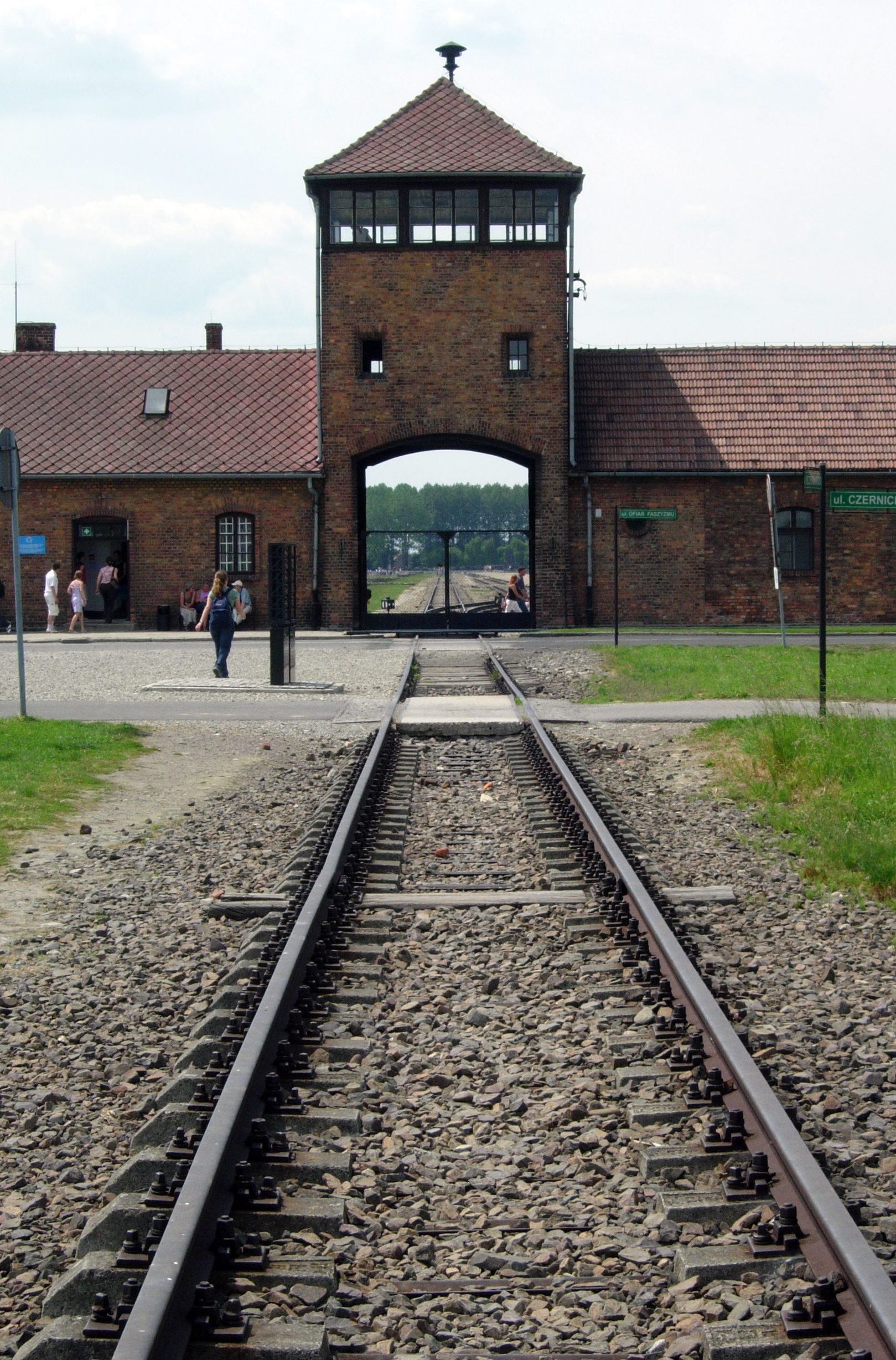 auschwitz overview of the concentration camp essay