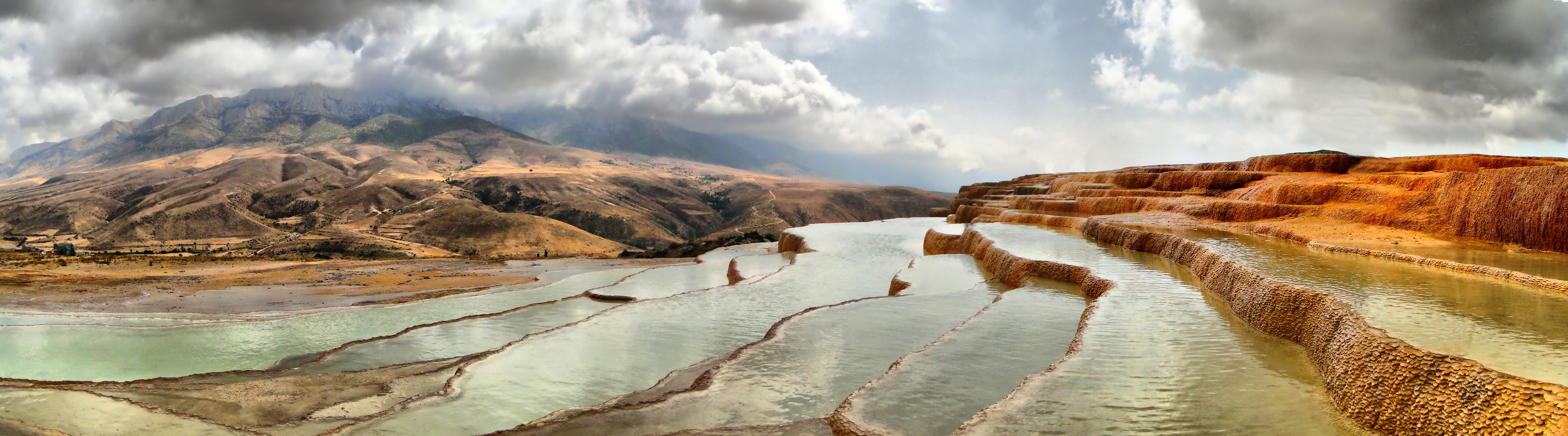 http://upload.wikimedia.org/wikipedia/commons/9/9d/Badab-e_Surt_Panorama.jpg