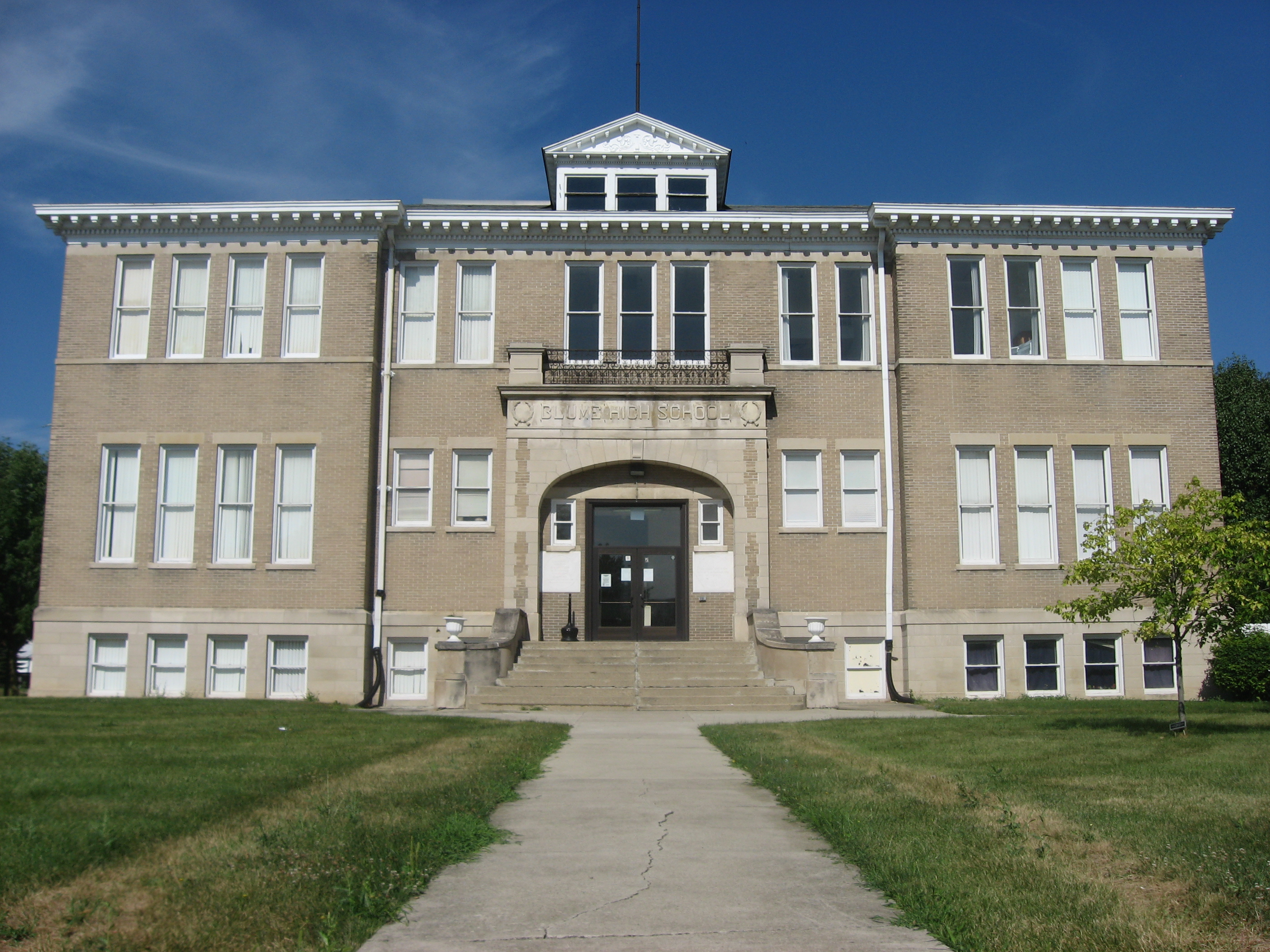 File Blume High School Front Jpg Wikimedia Commons