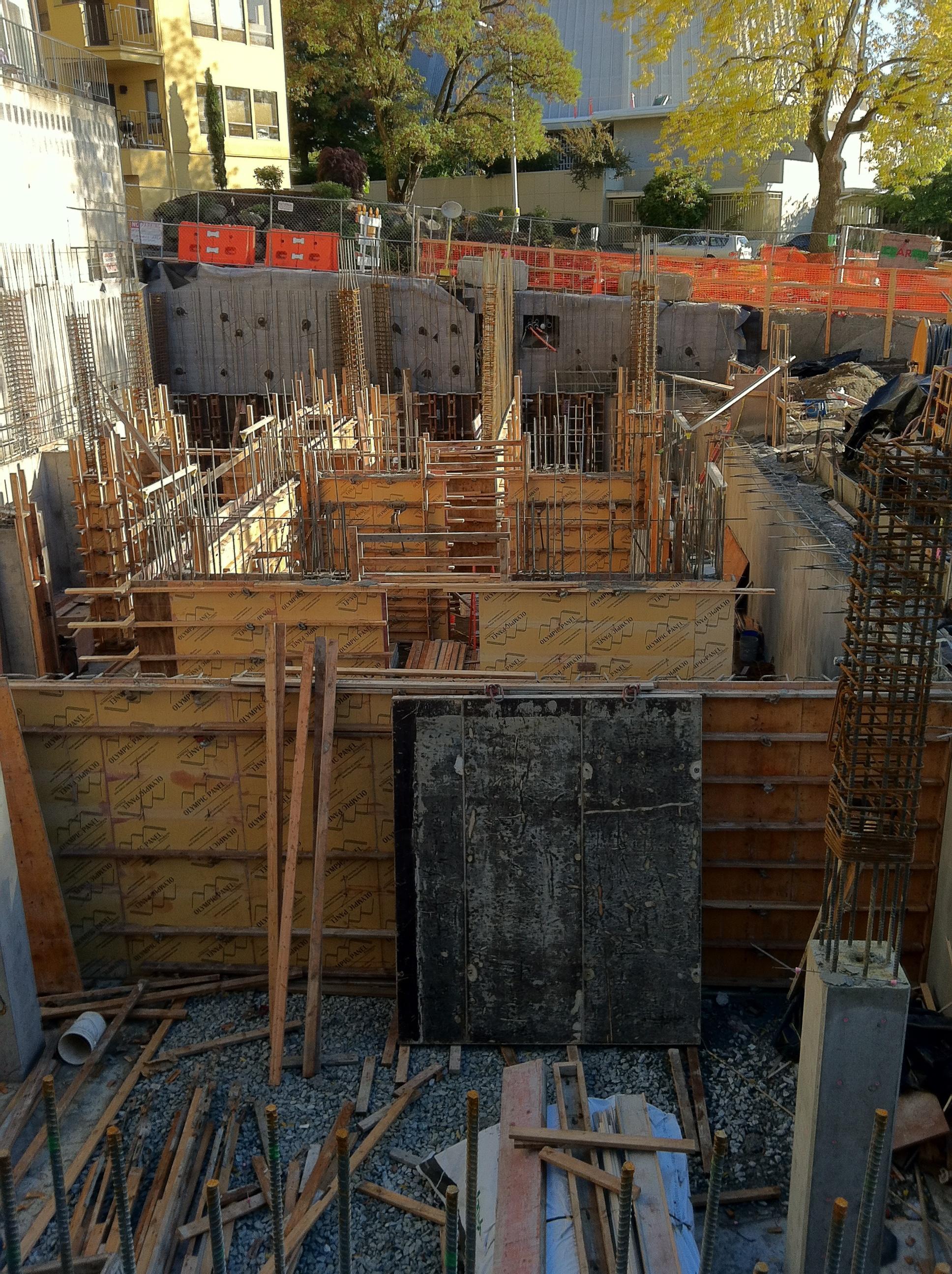 25 30 Seattle: File:Bullitt Center, Seattle Under Construction October 25