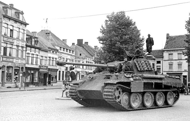 Bundesarchiv Bild 101I-300-1876-02A, Frankreich-Belgien, Panzer V (Panther)