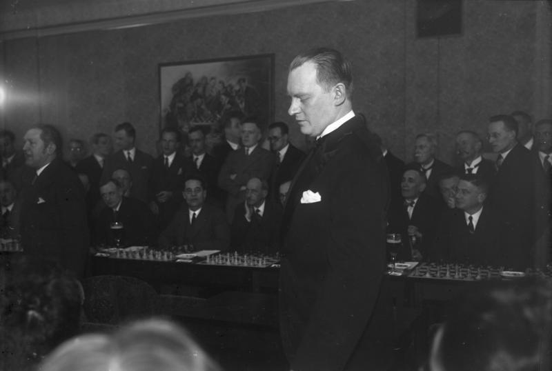 File:Bundesarchiv Bild 102-10524, Alexander Aljechin.jpg - Wikimedia Commons