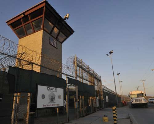 File:Camp 6 guard tower, Guantanamo -b.jpg