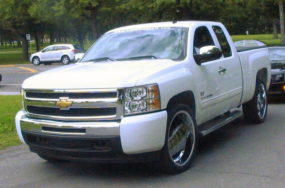 File:Chevrolet Silverado 1500 Extended Cab (5eme picnic et BBQ 2011 du