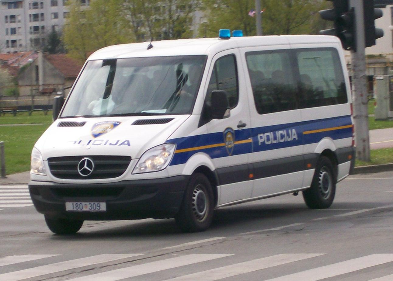 File Croatian Police Van 03 Jpg Wikimedia Commons