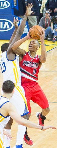 Damian Lillard shoots over Draymond Green.jpg