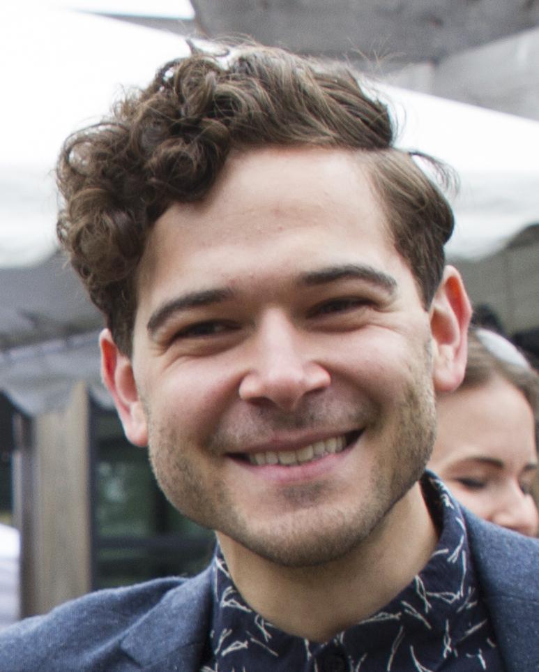 Daniel Maslany - Wikipedia