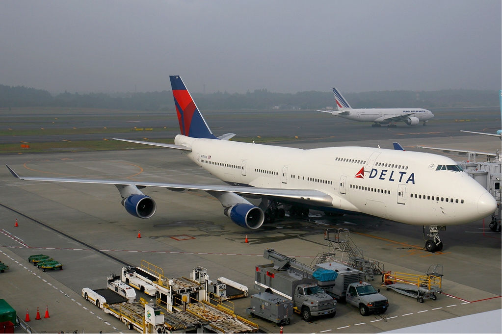 File:Delta Air Lines Boeing 747-400 KvW.jpg - Wikimedia ...