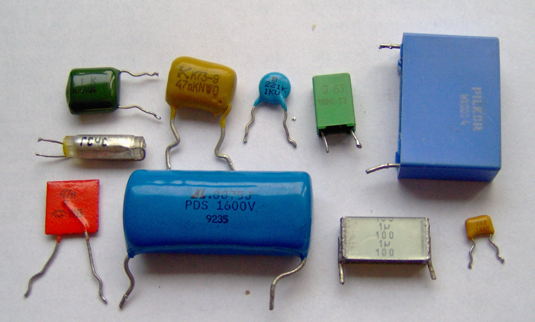 File Electronic Component Capacitors Jpg Wikimedia Commons